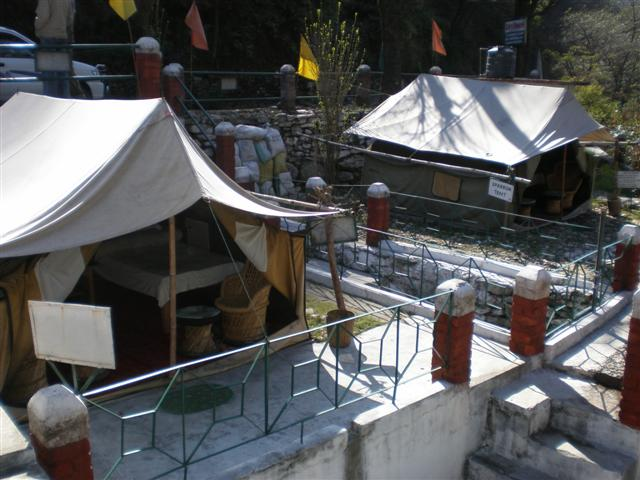 tent houses at the mandakini magpie bird watchers camp